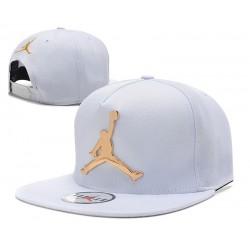 Gorra Jordan en Rayas Blanco y Negro y Logo en Metal Dorado