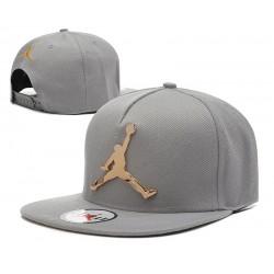 Gorra Jordan en gris y Logo en Metal Dorado
