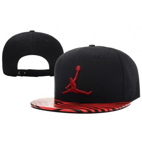 Gorra Jordan Negra En Pico Esmaltado De Cebra Rojo y Logo Rojo ... d5cd94394f8