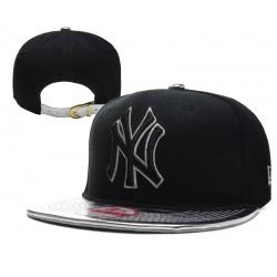 Gorra NY Color Negro,Pico Plateado con Logo Frontal y Correa de Plastico