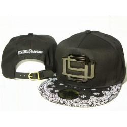 Gorra D9 Reserve Color Negro con Logo Frontal en Metal Negro