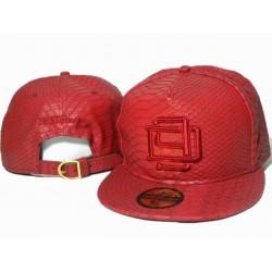 Gorra D9 Reserve Roja en polipiel con Logo Bordado